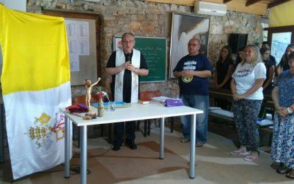 Msgr. Tomislav Rogić u posjetu srednjoškolcima na Kursilju u Emausu  na Krapnju